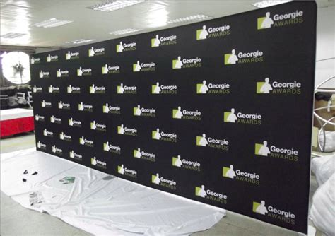 step and repeat logo images
