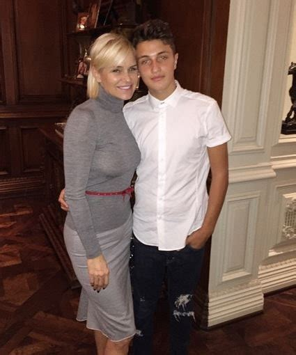 how tall is mohamed hadid anwar hadid yolanda foster s son bio wiki photos