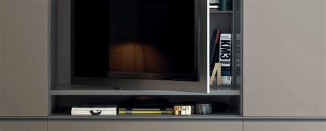 armadi con porta tv gola con pannello porta tv armadi novamobili