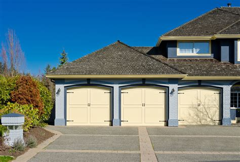 Superb Ranch Style Home Plans With 3 Car Garage #9: Shutterstock_99586727.jpg