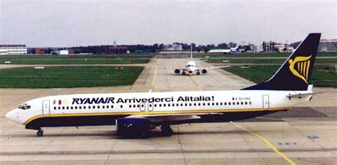 voli interni italia low cost ryanair in soccorso di alitalia nostri aerei per i voli