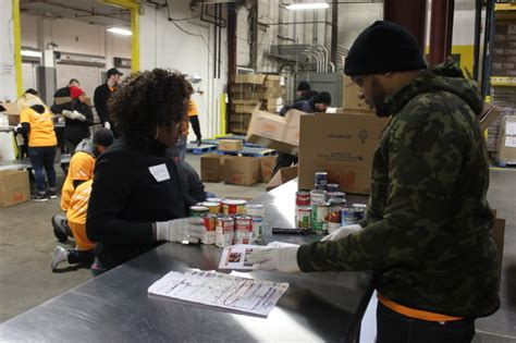 Food Pantry Bronx Ny by Bronx Volunteers Honor Martin Luther King Jr At New York