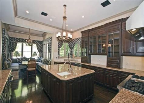 Britneys Real Estate Woes by Puts Beverly Home Back On The