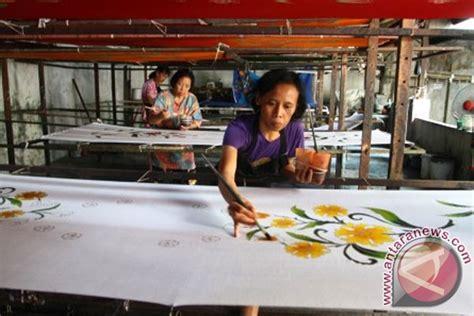 Kemeja Batik Jokowi Motif Baru produksi daster batik foto antara news