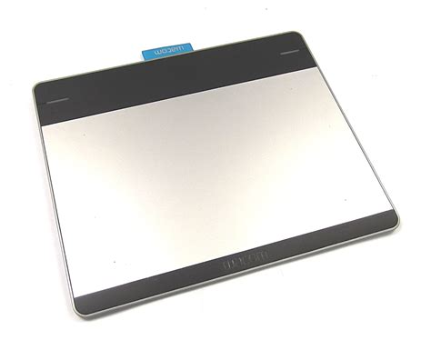 wacom cth 480 s intuos pen and touch small pen tablet no