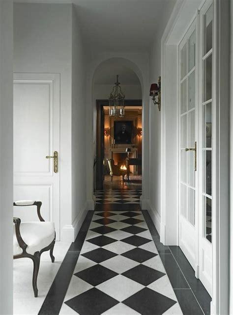 decoration couloir maison decoration couloir noir et blanc