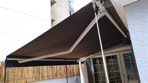 hand crank retractable awnings crank retractable awnings 28 images retractable