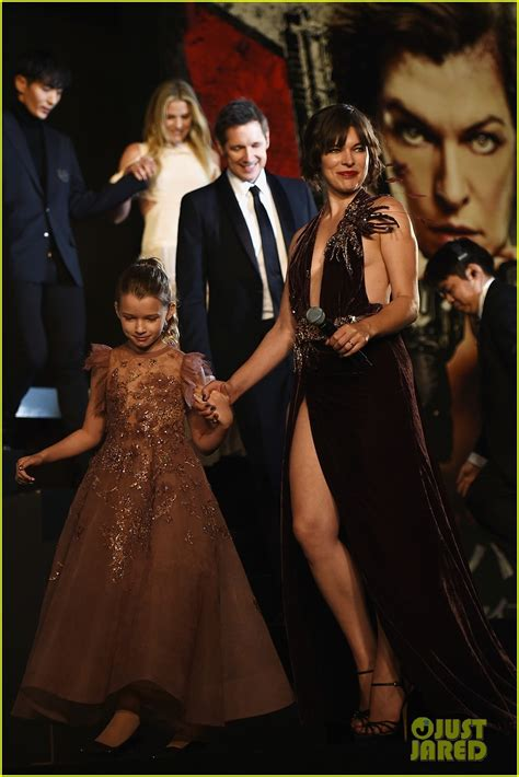 milla jovovich dad milla jovovich brings daughter ever to resident evil