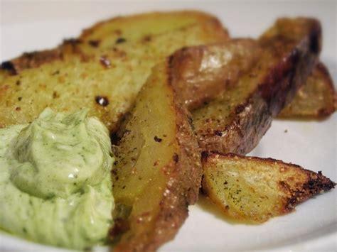 come si cucinano le patate americane fette di patate al forno con pesto