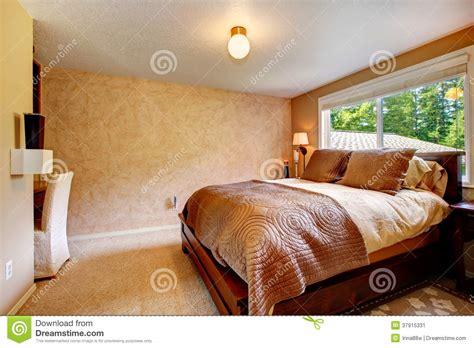colori caldi per da letto da letto accogliente di colori caldi immagine stock