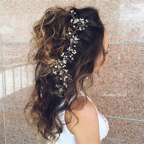 Bridesmaid Hairstyles For Curly Hair by 31 Half Up Half Hairstyles For Bridesmaids Stayglam