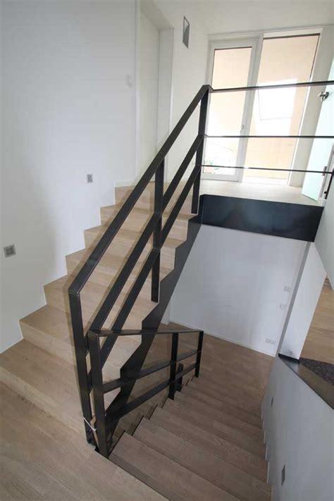 treppengeländer stahl schwarz treppengel 228 nder aus klar lackiertem flachstahl 60 x 12 mm