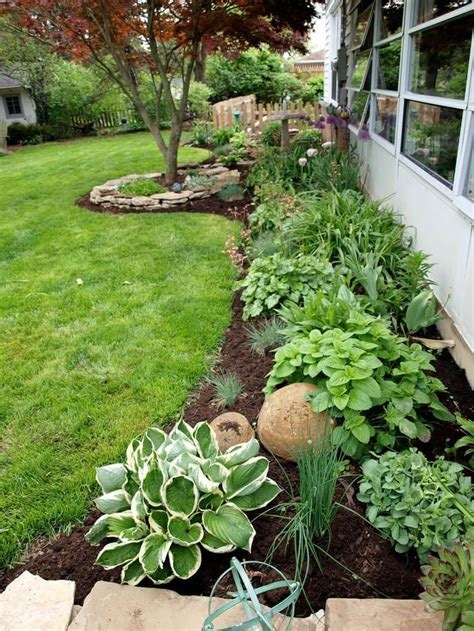 Backyard Flower Bed Ideas 25 Best Ideas About Flower Beds On Front Flower Beds Front Yard Flowers And Flower