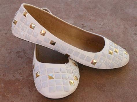 diy shoes makeover 50 diy shoe makeovers spark