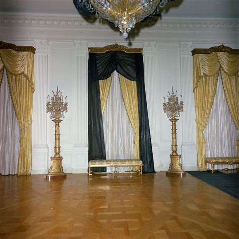 white house drapes st c421 26 63 white house east room draped in black crepe