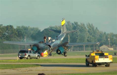 Oshkosh 26 I breaking a 26 warbird suffers gear collapse damage at