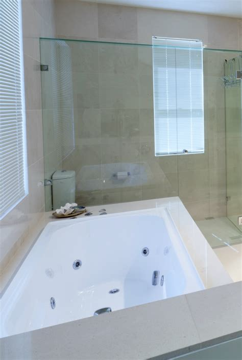 Replacement Bathtubs by Replacement Bathtub Bathroom Remodeling Contractors