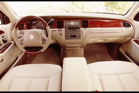 1999 lincoln town car reviews 2004 lincoln town car overview cars