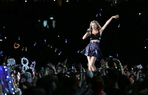 taylor swift concert videos taylor swift just outdid beyonc 233 with her sneaky new