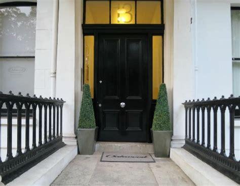 decorocity black door inspiration