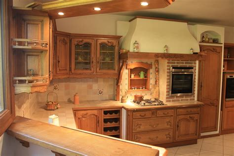 cuisine proven軋le cuisine rustique en ch 234 ne massif sculpt 233 cuisines liebart