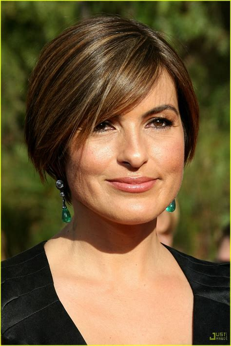 Mariska Hargitay @ Emmys   Law and Order SVU Photo (260954