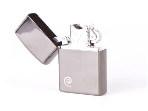 How To Light A Lighter by Plazmatic Flameless Lighter Uses A Plasma Beam To Light