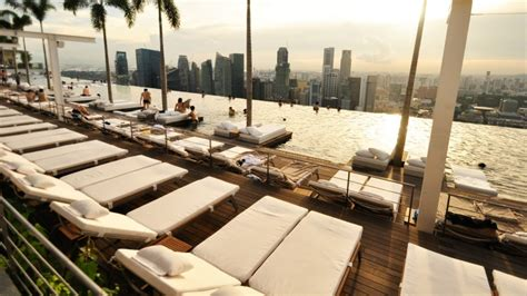 bar on top of marina bay sands mbs 174 skypark rooftop pool park bar restaurant visit
