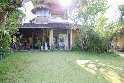two bedroom house with beautiful garden sanur s local three bedroom over contract house with huge garden sanur