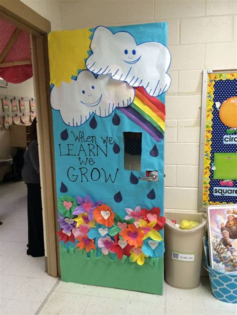Easy Classroom Decorating Ideas by Into Learning With This Classroom Door Idea
