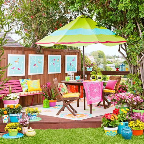 Colorful Garden Decor S Turf A Lovely Colorful Backyard