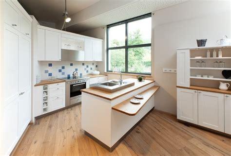 L Form Küchen Angebote by Ruptos Wandgestaltung Treppenhaus Einfamilienhaus