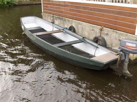 roeiboot in english stalen roeiboot met buitenboordmotor kano roeiboot