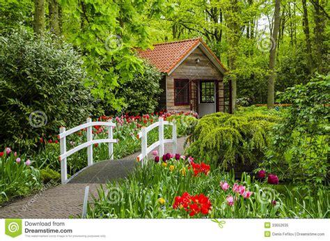imagenes jardines para casas pequeñas casa de co y puente blanco en los jardines de keukenhof