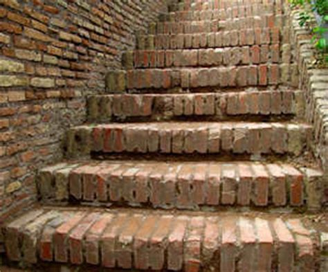 remove spray paint  exterior brick  cement