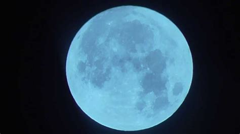 what is the color of the moon blue moon changes colour