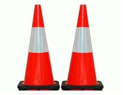 Generic Rubber 70cm Traffic Cone jual traffic cone kerucut jalan segitiga jalan