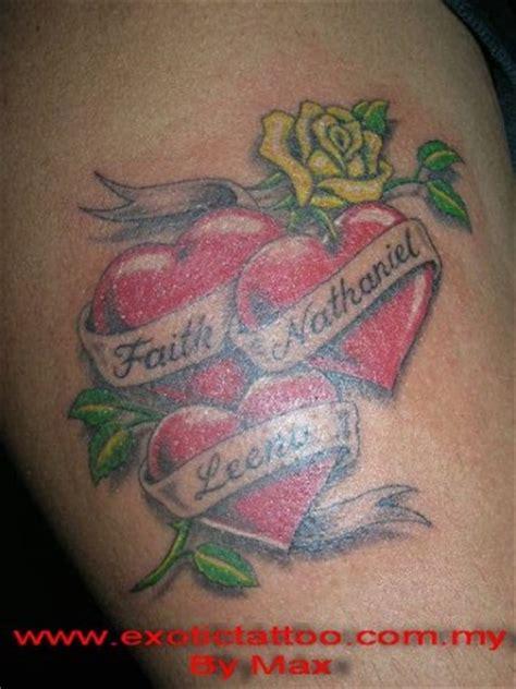 imagenes de corazones con iniciales tatuaje de tres corazones con nombres y una rosa