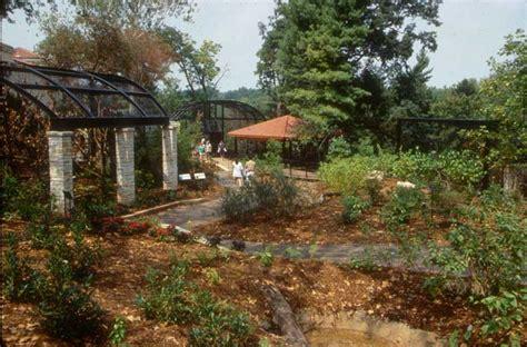 bird house garden saint louis zoo