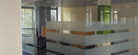 Sichtschutzfolie Fenster Montage by Sichtschutzfolien F 252 R Glasfl 228 Chen Bundesweite Lieferung