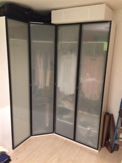 kleiderschrank mit spiegeltüren leiner schlafzimmer betten