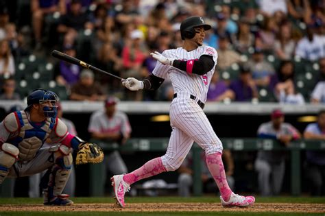 carlos gonzalez swing what is going on with slumping carlos gonzalez fanrag