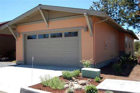 plano de casa tradicional con 2 dormitorios y garaje
