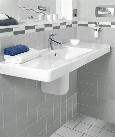 Baignoire Rétro Castorama by Toilette Au Lavabo L 39 Aide Quotidienne La Toilette Une