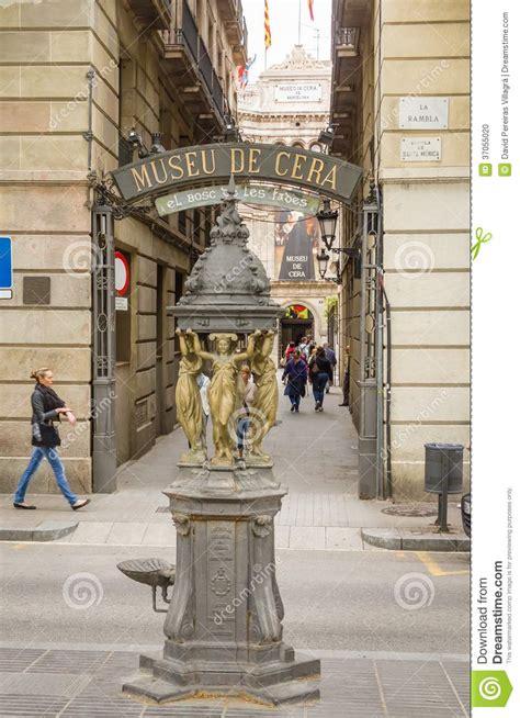 libro promenades dans la barcelone fontaine d 233 corative dans la rue de rambla de la barcelone image 233 ditorial image 37055020