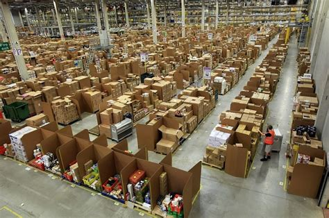 amazon warehouse pix grove world s largest online retailer amazon s warehouse