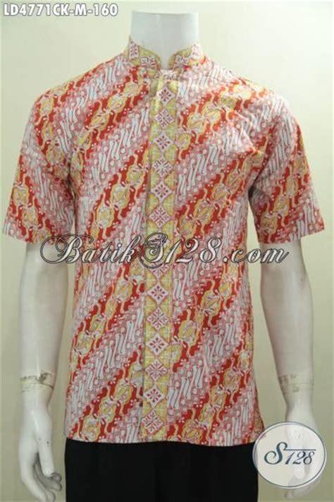 desain baju batik lelaki hem batik parang lengan pendek dengan desain modern kerah