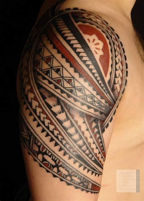 black and red tattoo black polynesian tattoos on right shoulder black