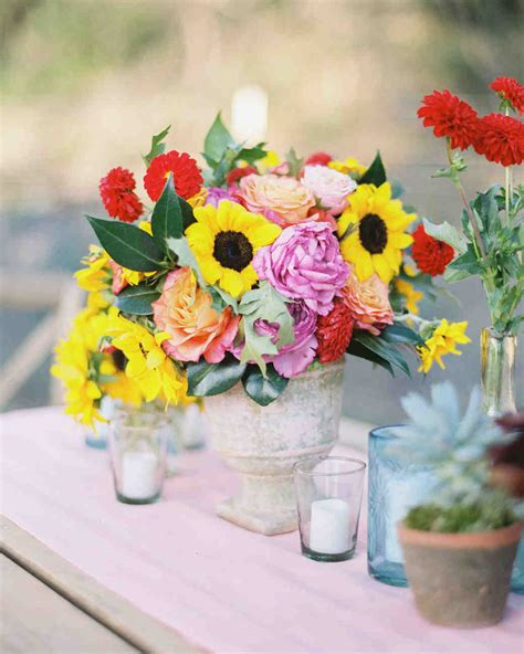 Summer Centerpieces by Stunning Summer Centerpieces Using In Season Flowers