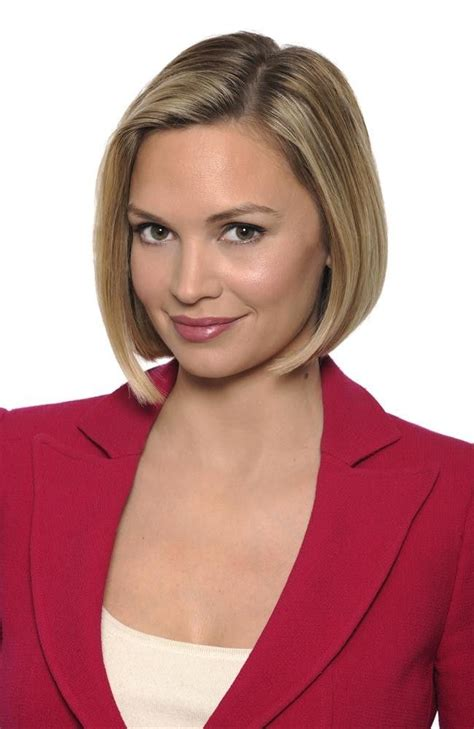 abc news anchors and correspondents national female linzie janis correspondent abc news love her bob haircut